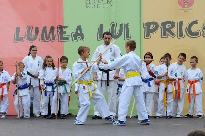 karate training class for kids