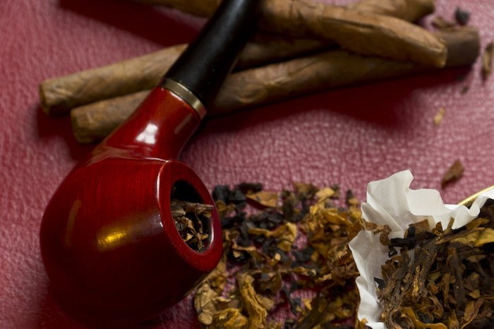 tobacco, pipe, and rolled cigarettes showing the best tobacco smoking affiliate programs