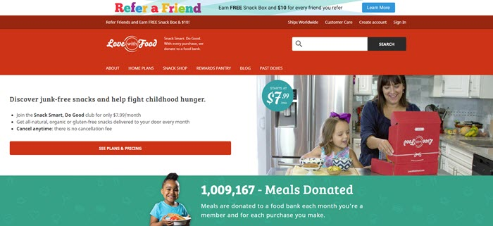 Love with Food website screenshot showing a mother and her daughter unboxing in the kitchen.