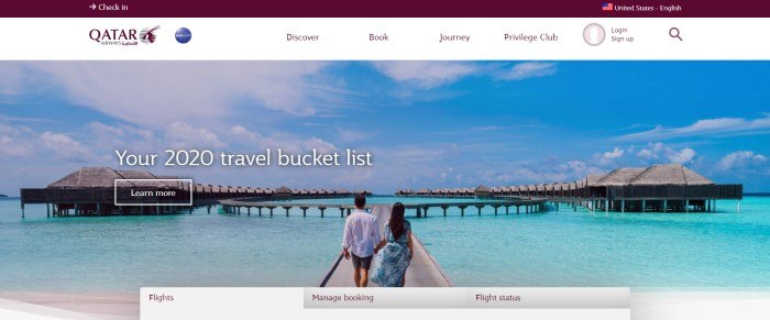 This screenshot of the home page for Qatar Airways shows a photo of a man and a woman in white and blue clothing holding hands as they walk toward a semicircle of tropical cottages built into the edge of the ocean, along with a white navigation bar and tabs at the bottom of the page for finding flights and checking travel statuses.