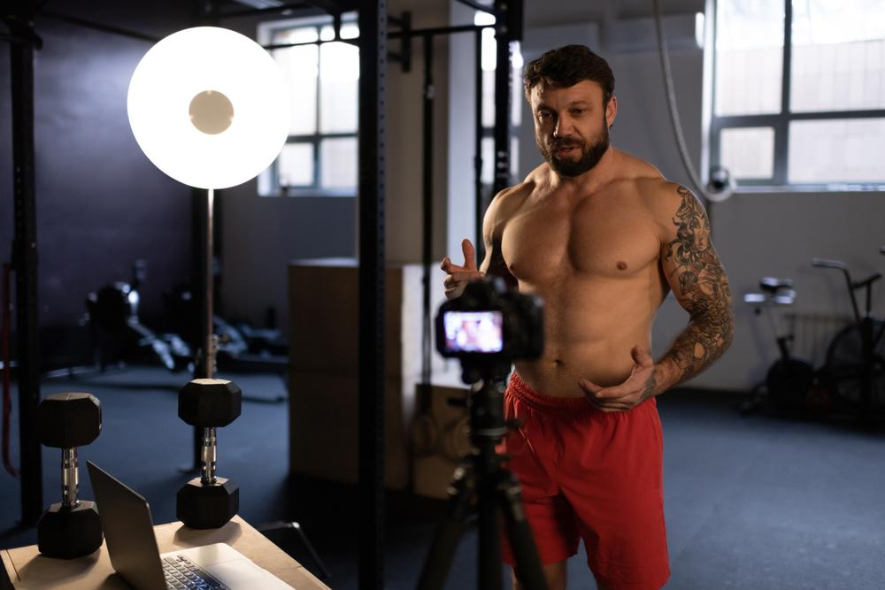 strong man making fitness tutorials for his blog