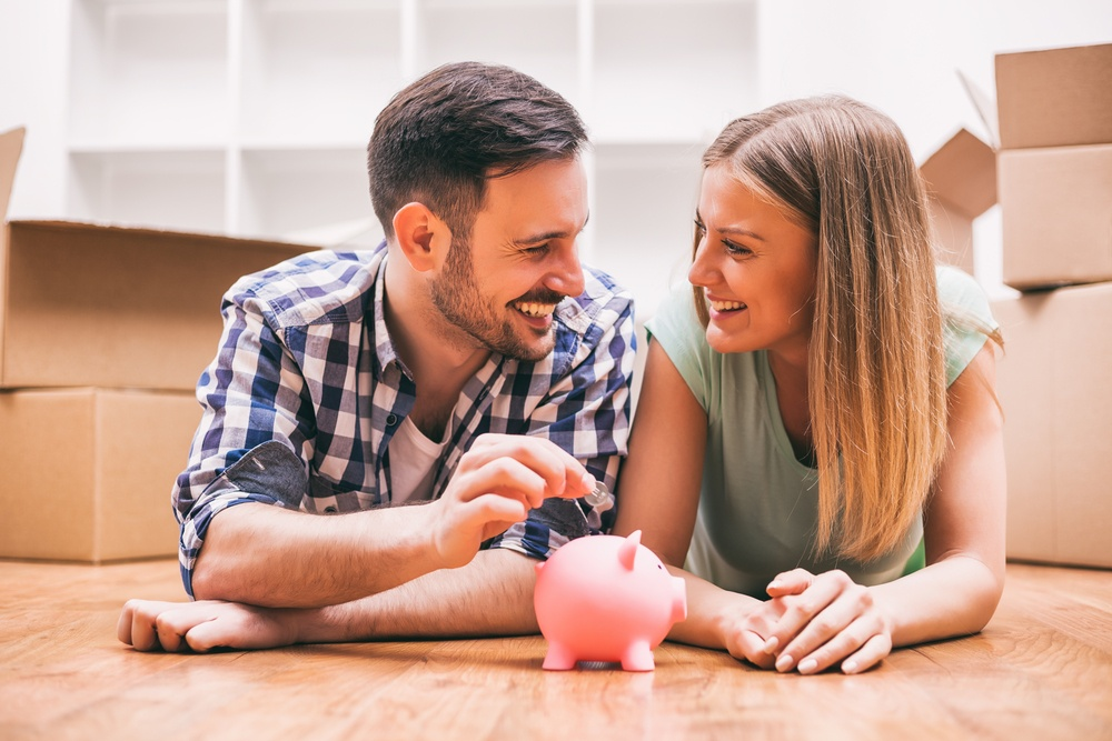young couple budget lifestyle