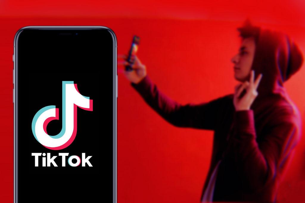 gen z taking selfie video on tiktop app