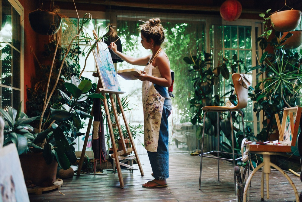 freelance artists doing a freelance art gig
